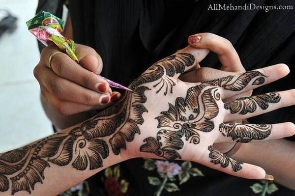 Front Hand Easy and Simple Mehndi Designs (henna) for Eid
