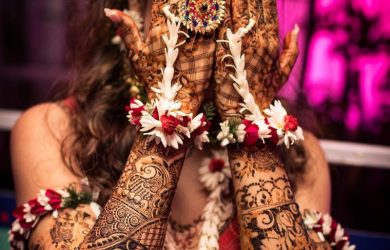 How to Style your Floral Jewellery on your Mehndi?