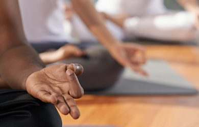 Top 5 Yoga Mudras For Your Healthy Heart - Detailed Guide